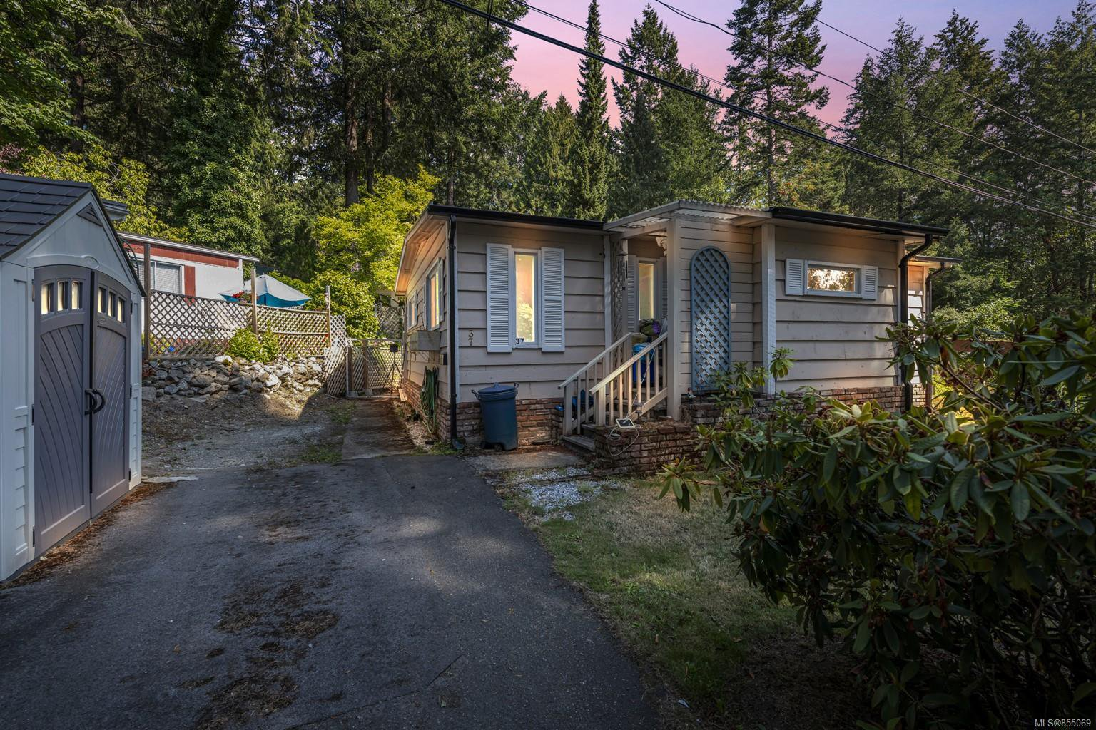 Main Photo: 37 2500 Florence Lake Rd in : La Langford Proper Manufactured Home for sale (Langford)  : MLS®# 855069