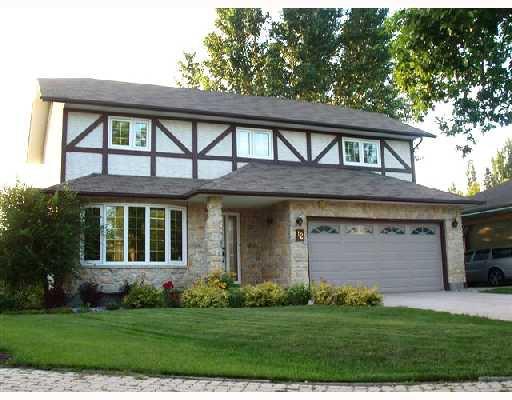 Main Photo: 12 DONALD MCCLINTOCK Bay in WINNIPEG: North Kildonan Residential for sale (North East Winnipeg)  : MLS®# 2815736