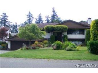 Main Photo:  in VICTORIA: SE Lake Hill House for sale (Saanich East)  : MLS®# 401820