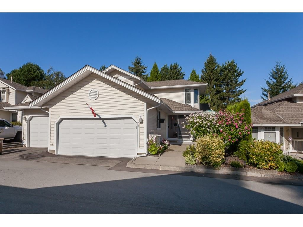 """Main Photo: 29 8737 212 Street in Langley: Walnut Grove Townhouse for sale in """"Chartwell Green"""" : MLS®# R2482959"""
