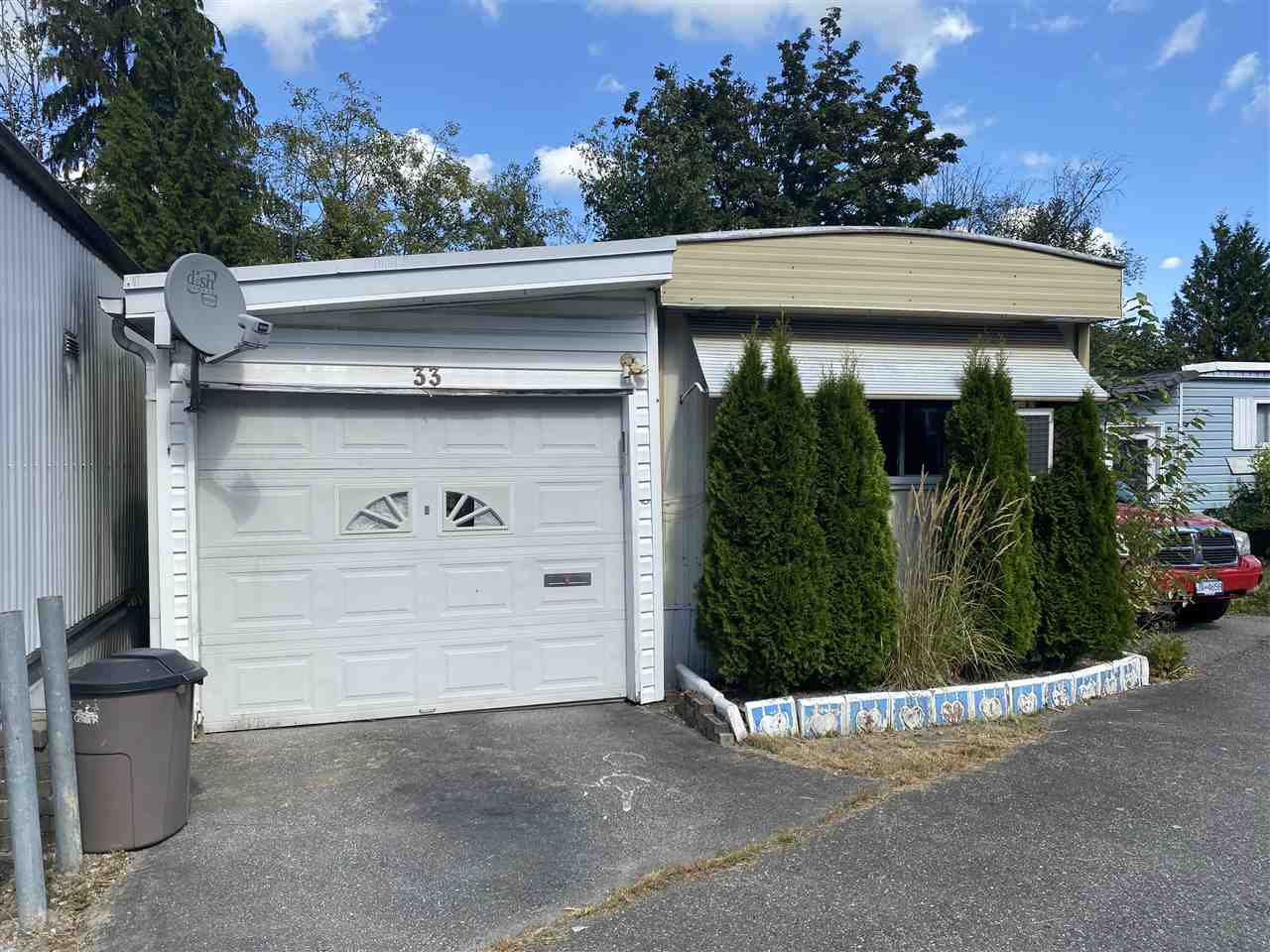 "Main Photo: 33 4200 DEWDNEY TRUNK Road in Coquitlam: Ranch Park Manufactured Home for sale in ""HIDEAWAY PARK"" : MLS®# R2490732"