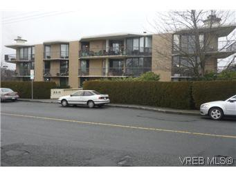 Main Photo: 103 2210 Cadboro Bay Road in VICTORIA: OB Henderson Condo Apartment for sale (Oak Bay)  : MLS®# 287889