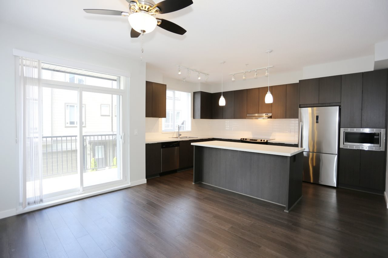 """Photo 5: Photos: 126 8138 204 Street in Langley: Willoughby Heights Townhouse for sale in """"Ashbury  & Oak"""" : MLS®# R2398814"""