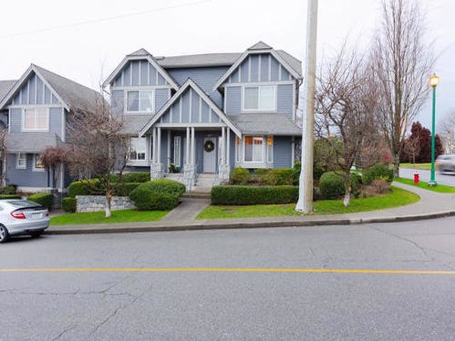 Main Photo: 657 ST ANDREWS Avenue in North Vancouver: Lower Lonsdale Townhouse for sale : MLS®# R2404145