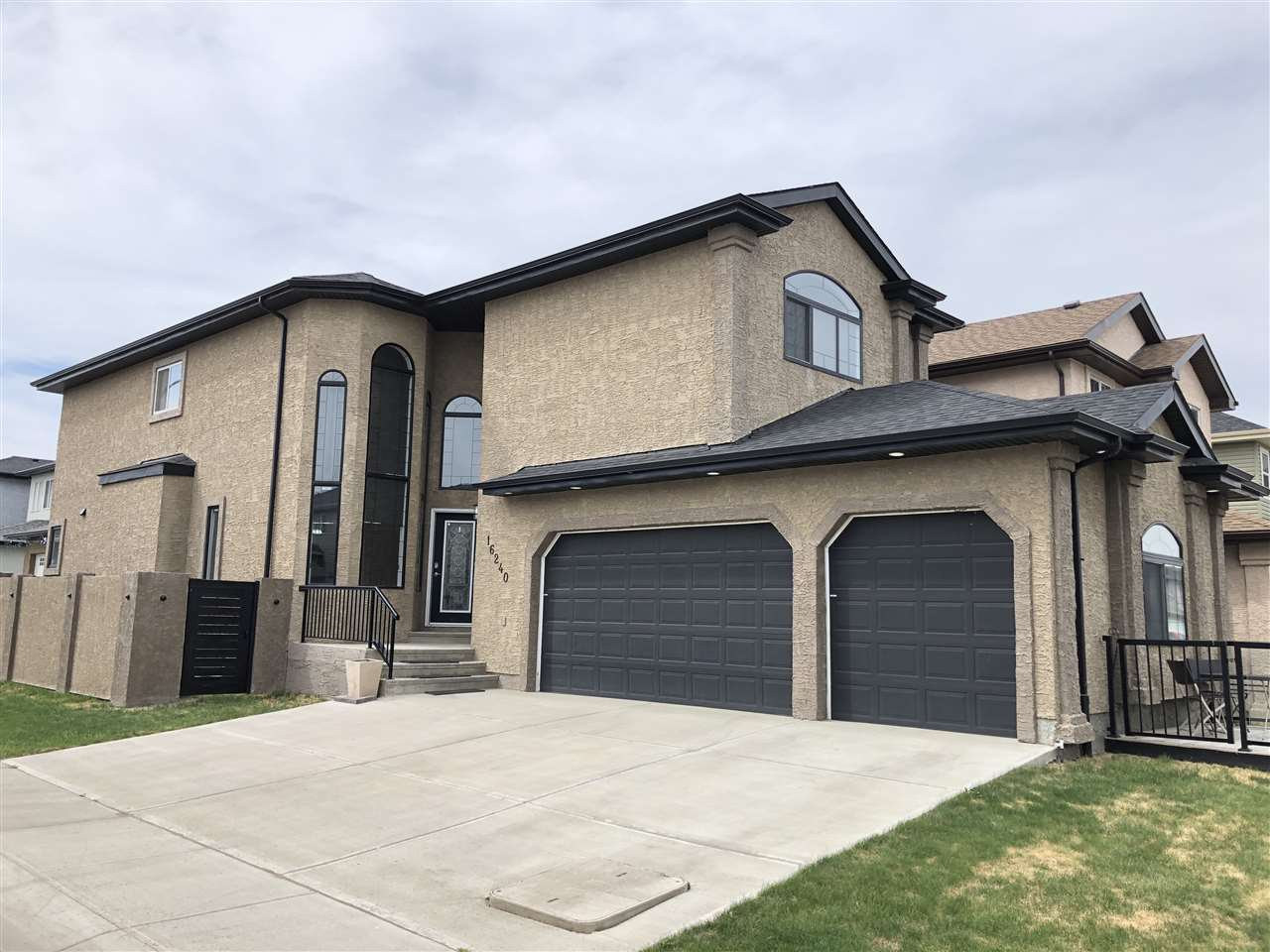 Main Photo: 16240 134 Street in Edmonton: Zone 27 House for sale : MLS®# E4181396