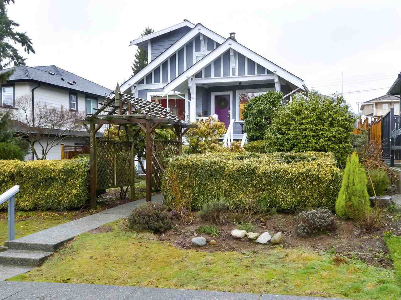 Main Photo: 438 E 11TH Street in North Vancouver: Central Lonsdale House for sale : MLS®# R2427972