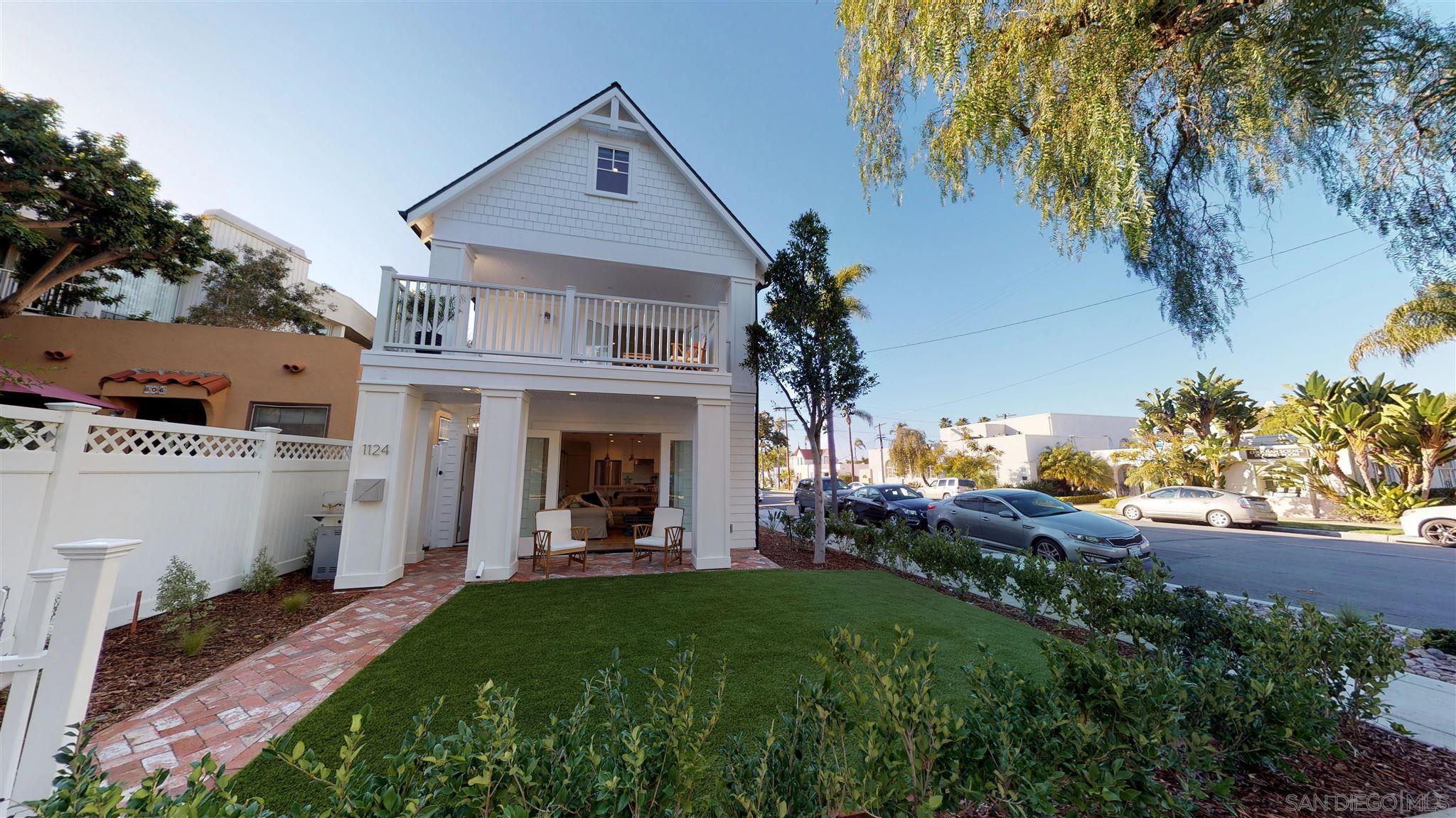 Main Photo: CORONADO VILLAGE House for sale : 4 bedrooms : 1124 8Th St in Coronado