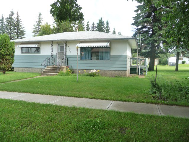 Main Photo: 5316 54 avenue Avenue in Viking: House for sale