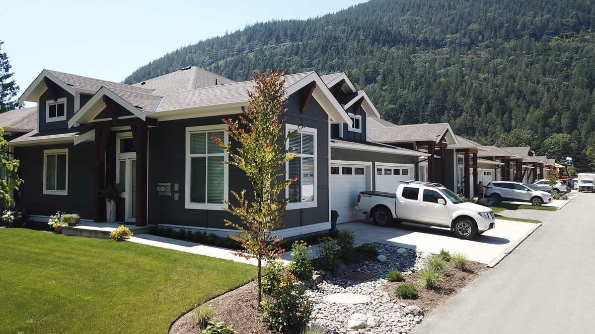 Main Photo: 29 628 MCCOMBS Drive: 1/2 Duplex for sale in Harrison Hot Springs: MLS®# R2528424