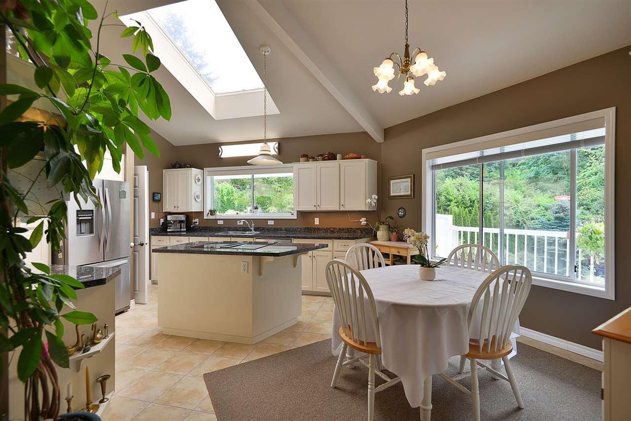 Photo 5: Photos: 2660 LOWER Road: Roberts Creek House for sale (Sunshine Coast)  : MLS®# R2422636