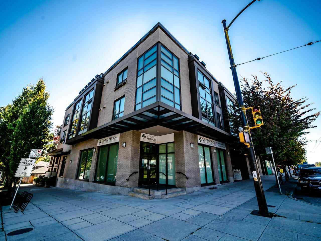 "Main Photo: 206 222 E 30TH Avenue in Vancouver: Main Condo for sale in ""THE RILEY"" (Vancouver East)  : MLS®# R2497371"