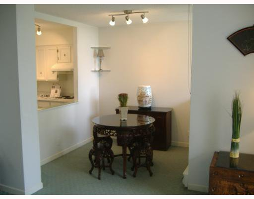 """Photo 3: Photos: 101 1341 CLYDE Avenue in West Vancouver: Ambleside Condo for sale in """"CLYDE GARDENS"""" : MLS®# V759733"""