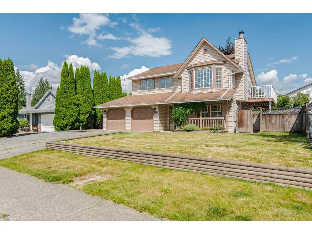 "Main Photo: 9194 212A Place in Langley: Walnut Grove House for sale in ""Central Walnut Grove"" : MLS®# R2404799"