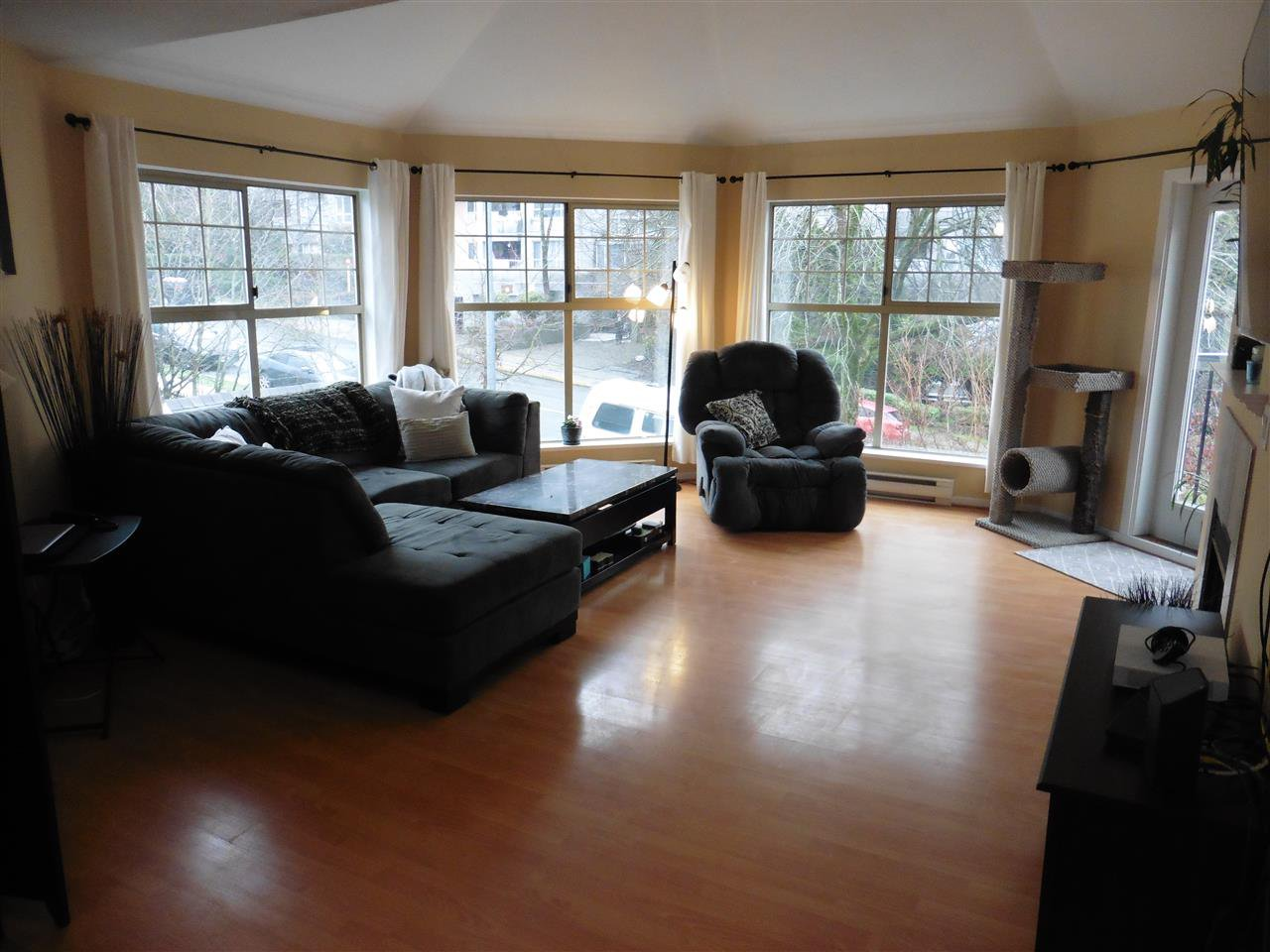 """Photo 2: Photos: 506 210 ELEVENTH Street in New Westminster: Uptown NW Condo for sale in """"DISCOVERY REACH"""" : MLS®# R2434040"""
