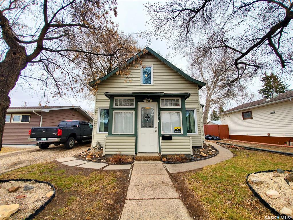 Main Photo: 124 Witney Avenue South in Saskatoon: Meadowgreen Residential for sale : MLS®# SK806639