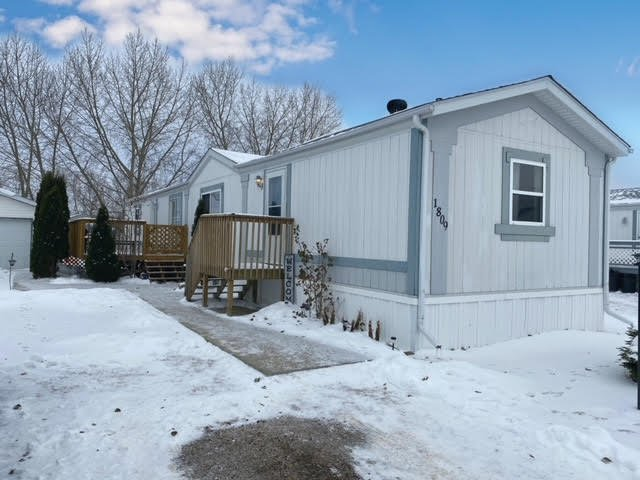 Main Photo: 1809 1 A Street Crescent: Wainwright Manufactured Home for sale (MD of Wainwright)  : MLS®# A1041974