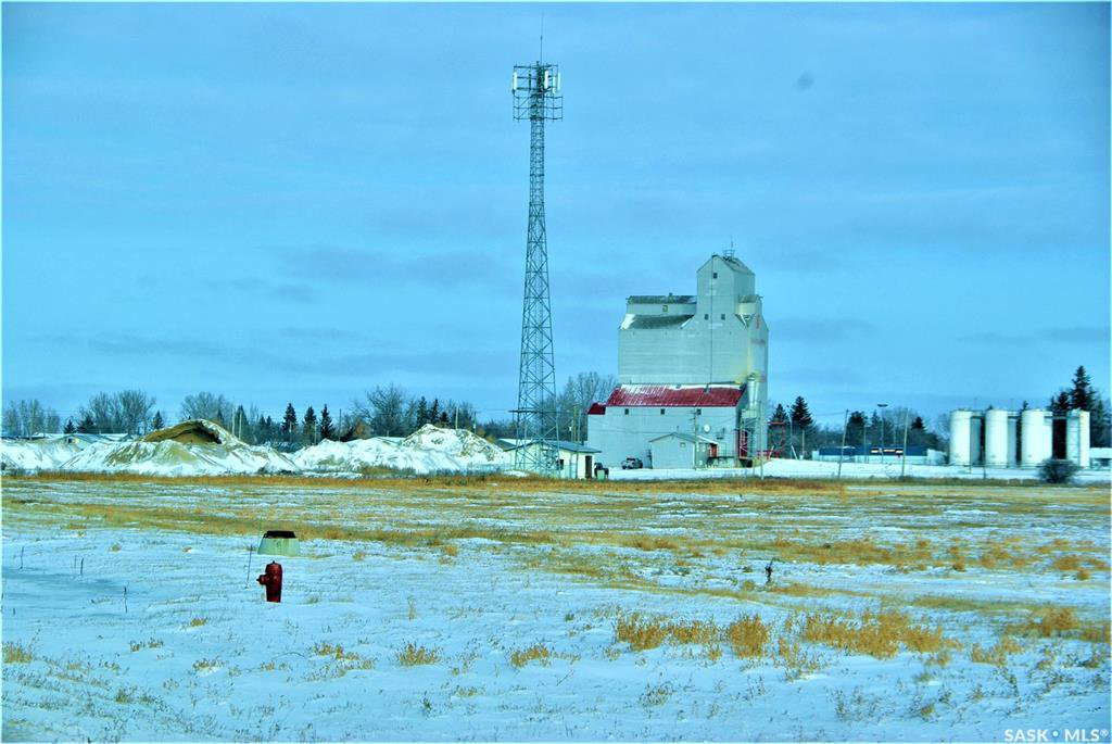 Main Photo: 1 Cottonwood Drive in Stoughton: Commercial for sale : MLS®# SK837283