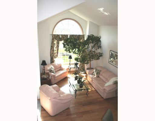 Photo 2: Photos:  in WINNIPEG: Fort Garry / Whyte Ridge / St Norbert Residential for sale (South Winnipeg)  : MLS®# 2907946