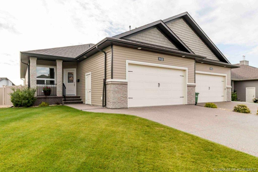 Main Photo: 31 Vista Close in Red Deer: RR Vanier East Residential for sale : MLS®# CA0184972