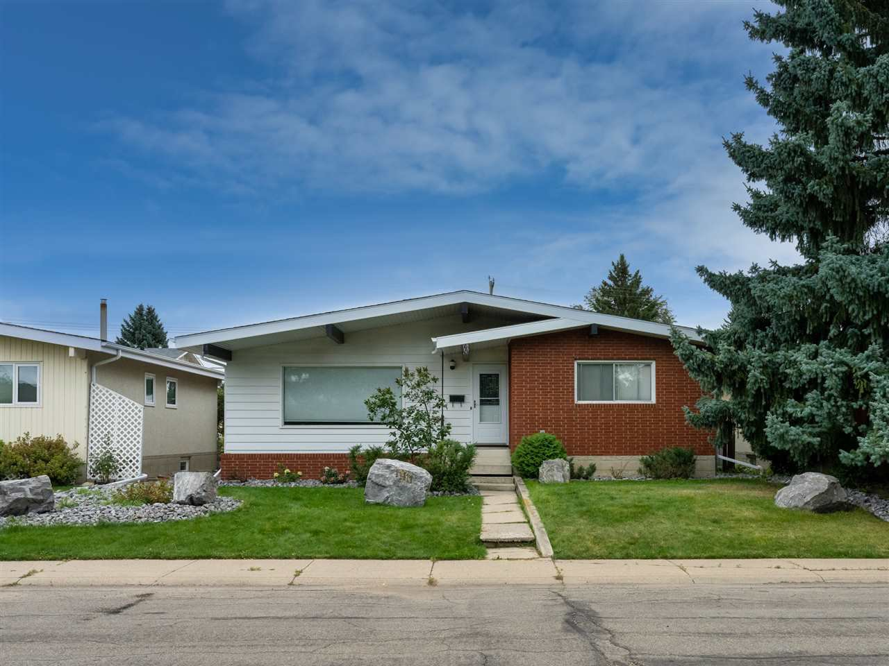 Main Photo: 11111 36 Avenue in Edmonton: Zone 16 House for sale : MLS®# E4214816