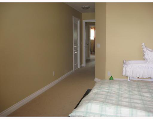 Photo 15: Photos: 15 Parklane Drive: Strathmore Residential Attached for sale : MLS®# C3376415
