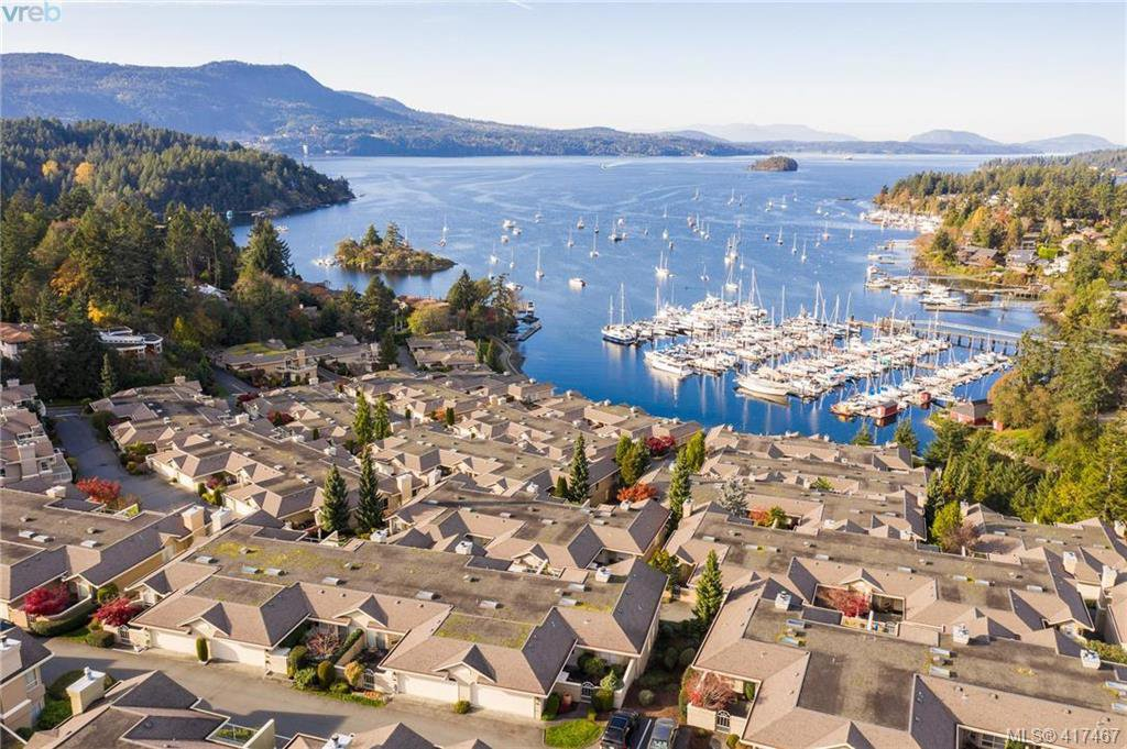 Main Photo: 612 6880 Wallace Drive in BRENTWOOD BAY: CS Brentwood Bay Row/Townhouse for sale (Central Saanich)  : MLS®# 417467