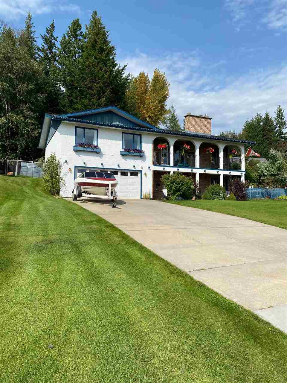 Main Photo: 2524 WALLACE Place in Prince George: Hart Highlands House for sale (PG City North (Zone 73))  : MLS®# R2494621