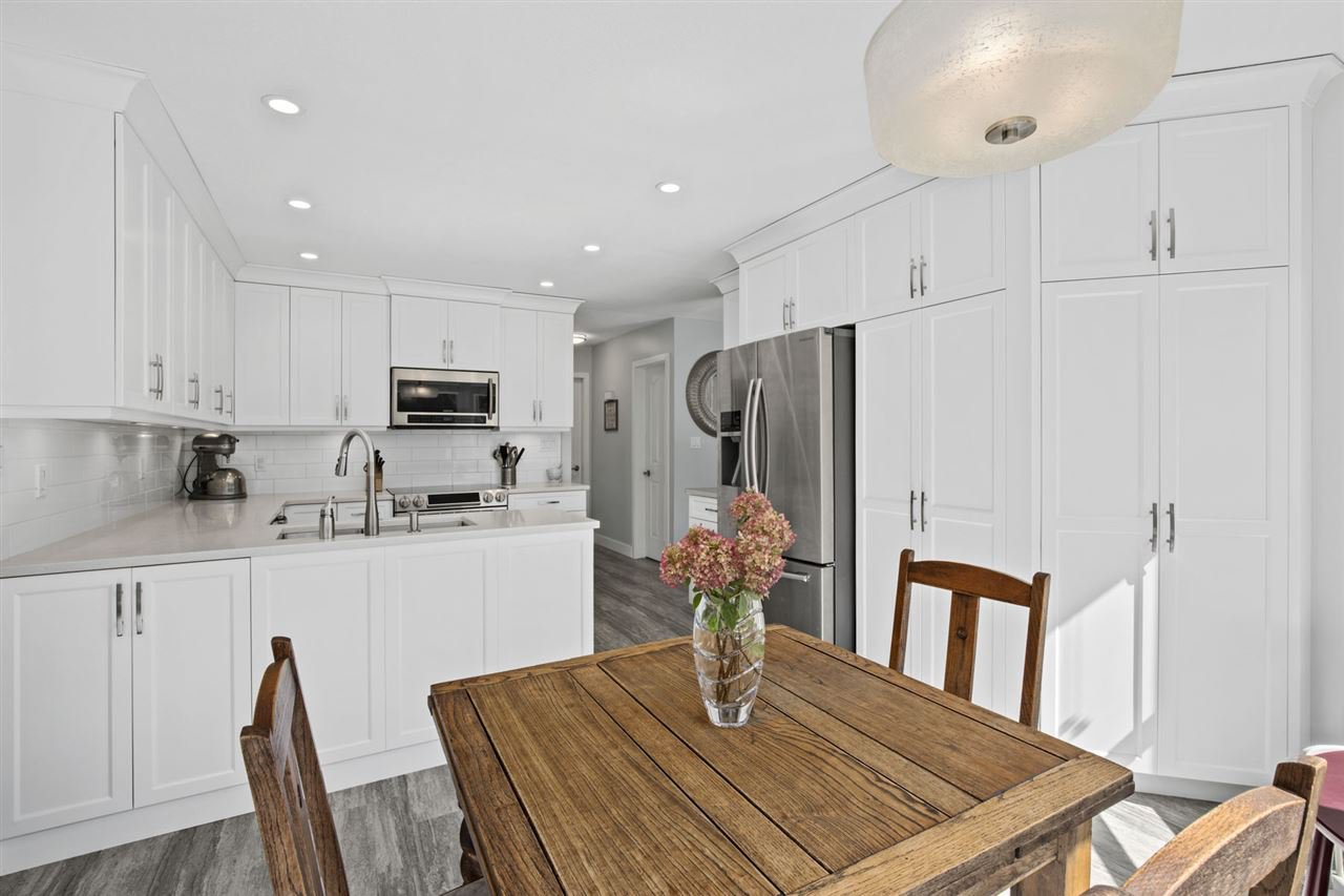 Main Photo: 19548 OAK Terrace in Pitt Meadows: Mid Meadows House for sale : MLS®# R2402734