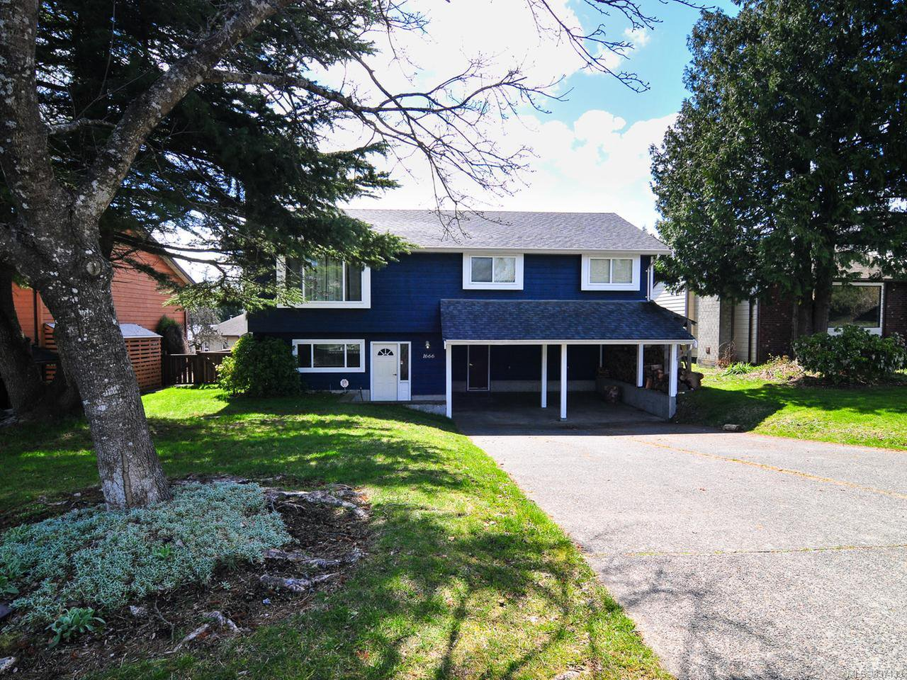 Main Photo: 1666 Brook Cres in CAMPBELL RIVER: CR Willow Point House for sale (Campbell River)  : MLS®# 837433