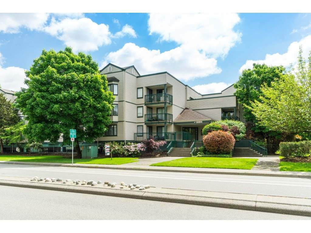 "Main Photo: 306 20454 53 Avenue in Langley: Langley City Condo for sale in ""Rivers Edge"" : MLS®# R2456587"