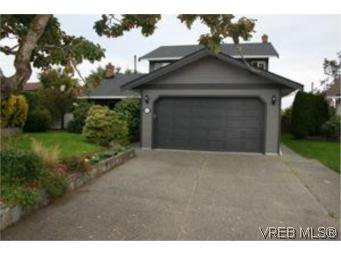 Main Photo: 4261 Panorama Pl in VICTORIA: SE Lake Hill Single Family Detached for sale (Saanich East)  : MLS®# 553505