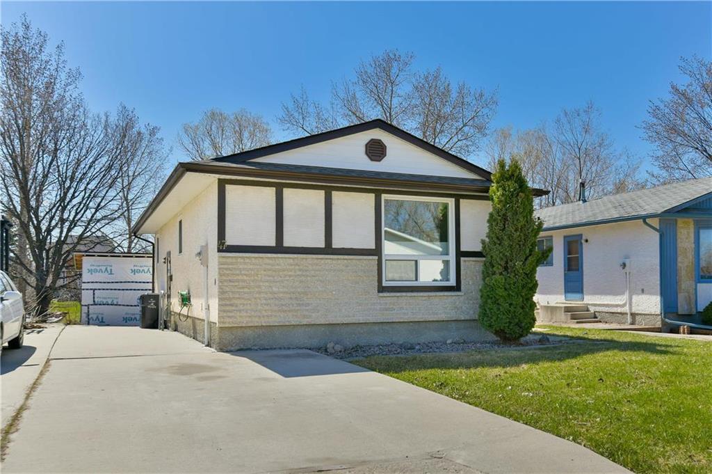Main Photo: 47 Delorme Bay in Winnipeg: Grandmont Park Residential for sale (1Q)  : MLS®# 202009959