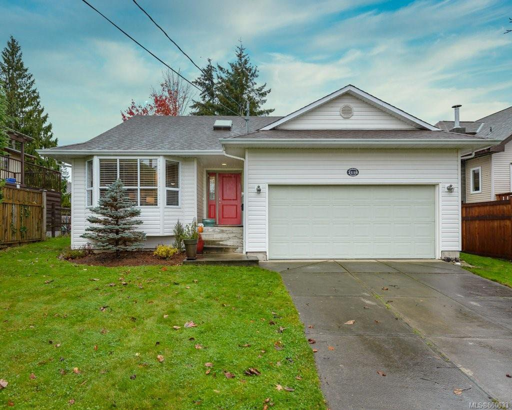 Main Photo: 2118 Fairbairn Ave in : CV Comox (Town of) House for sale (Comox Valley)  : MLS®# 860633