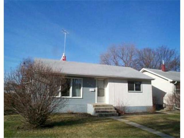 Main Photo: 444 HELMSDALE Avenue in WINNIPEG: East Kildonan Residential for sale (North East Winnipeg)  : MLS®# 2404723