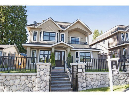 Main Photo: 328 25TH Street E in North Vancouver: Home for sale : MLS®# V1070984