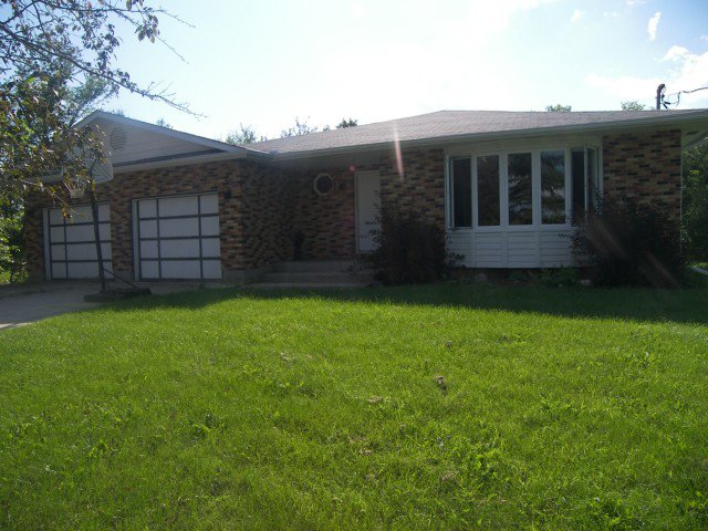 Main Photo: 2334 P.R.200 St. Marys Road in STADOLPHE: Glenlea / Ste. Agathe / St. Adolphe / Grande Pointe / Ile des Chenes / Vermette / Niverville Residential for sale (Winnipeg area)  : MLS®# 1015055