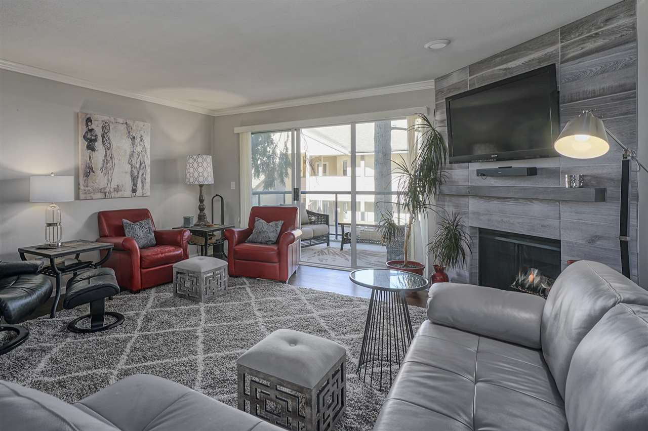 """Photo 4: Photos: 204 1441 BLACKWOOD Street: White Rock Condo for sale in """"the """" Capistrano """""""" (South Surrey White Rock)  : MLS®# R2390737"""