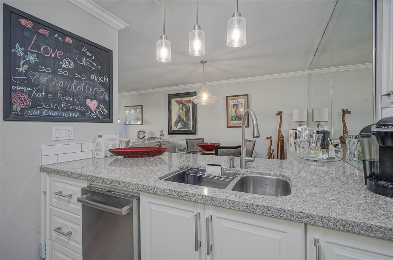 """Photo 10: Photos: 204 1441 BLACKWOOD Street: White Rock Condo for sale in """"the """" Capistrano """""""" (South Surrey White Rock)  : MLS®# R2390737"""