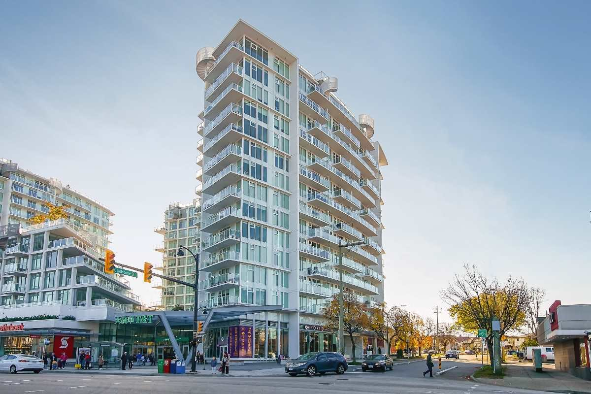 "Main Photo: 1001 4638 GLADSTONE Street in Vancouver: Victoria VE Condo for sale in ""KENSINGTON GARDENS"" (Vancouver East)  : MLS®# R2430173"