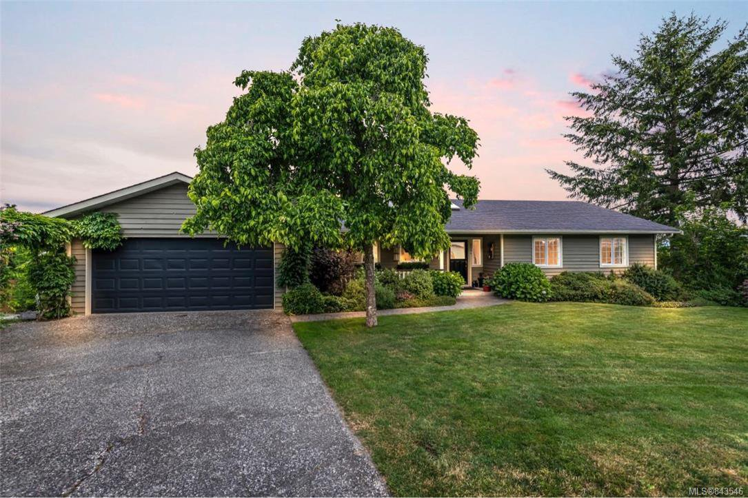Main Photo: 2284 Lynne Lane in Central Saanich: CS Keating Single Family Detached for sale : MLS®# 843546