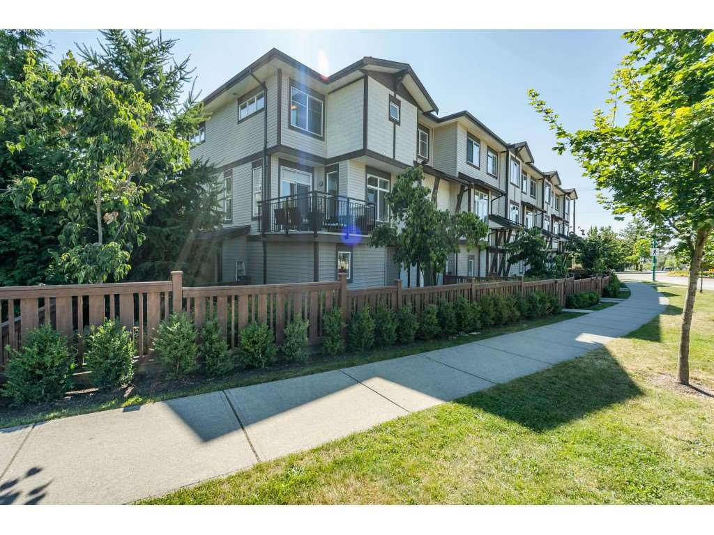 """Main Photo: 23 19433 68 Avenue in Surrey: Cloverdale BC Townhouse for sale in """"THE GROVE"""" (Cloverdale)  : MLS®# R2488742"""