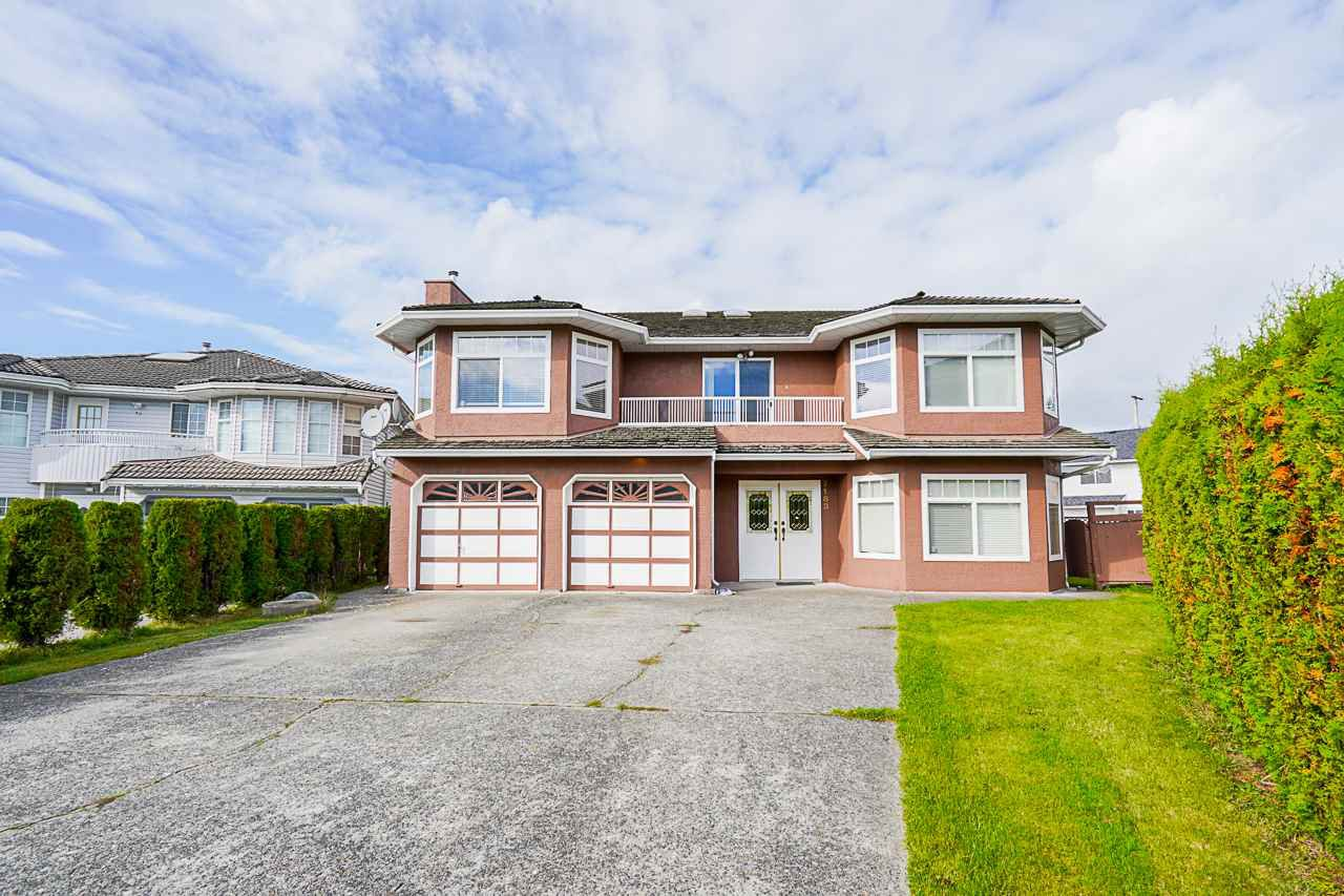 Main Photo: 7183 125 Street in Surrey: West Newton House for sale : MLS®# R2526369