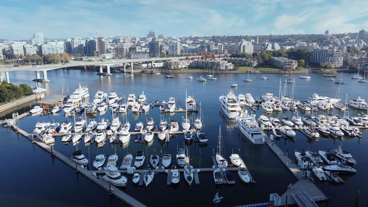Main Photo: 1902 1199 MARINASIDE CRESCENT in Vancouver: Yaletown Condo for sale (Vancouver West)  : MLS®# R2506862
