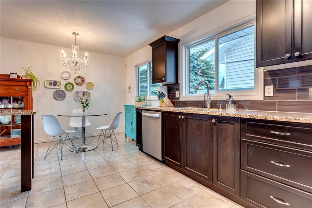 Main Photo: 138 HANOVER RD SW in Calgary: Haysboro Detached for sale : MLS®# C4287581
