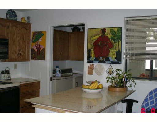 """Photo 5: Photos: 203 14957 THRIFT Avenue in White_Rock: White Rock Condo for sale in """"WHYTECLIFFE BY THE SEA"""" (South Surrey White Rock)  : MLS®# F2906162"""