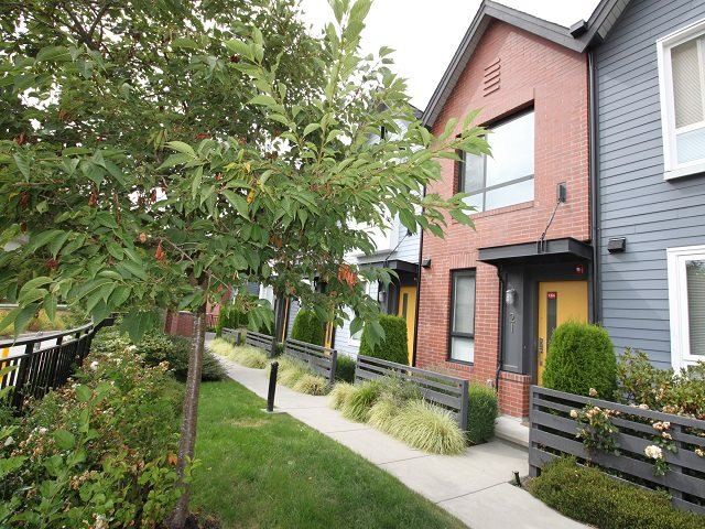 """Main Photo: 21 6868 BURLINGTON Avenue in Burnaby: Metrotown Townhouse for sale in """"Metro"""" (Burnaby South)  : MLS®# R2396408"""