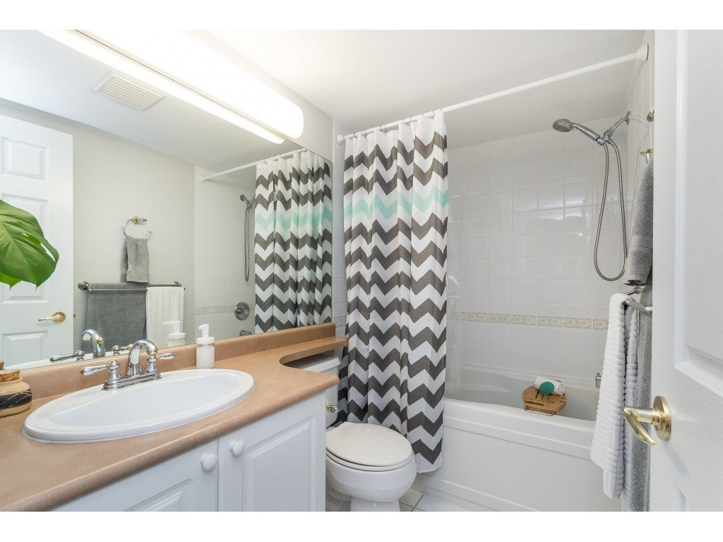 "Photo 13: Photos: 412 15150 29A Avenue in Surrey: King George Corridor Condo for sale in ""Sands II"" (South Surrey White Rock)  : MLS®# R2396902"