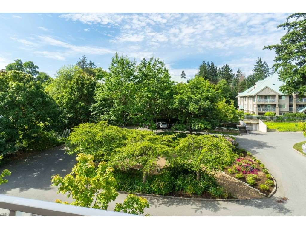 "Photo 20: Photos: 412 15150 29A Avenue in Surrey: King George Corridor Condo for sale in ""Sands II"" (South Surrey White Rock)  : MLS®# R2396902"