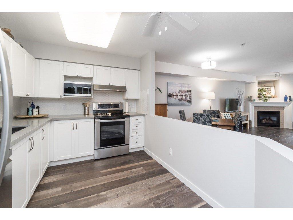 "Photo 9: Photos: 412 15150 29A Avenue in Surrey: King George Corridor Condo for sale in ""Sands II"" (South Surrey White Rock)  : MLS®# R2396902"