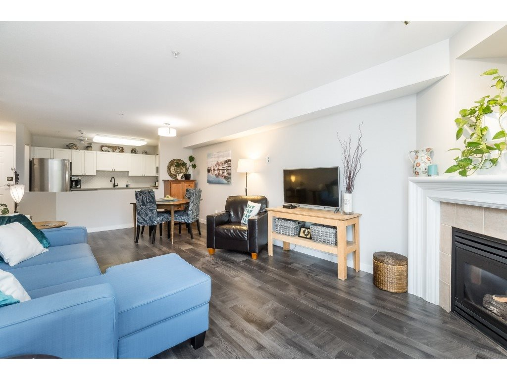 "Photo 5: Photos: 412 15150 29A Avenue in Surrey: King George Corridor Condo for sale in ""Sands II"" (South Surrey White Rock)  : MLS®# R2396902"